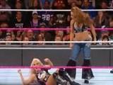 点击观看WWE2017桌子梯子椅子 大赛《小妖精VS米琪》
